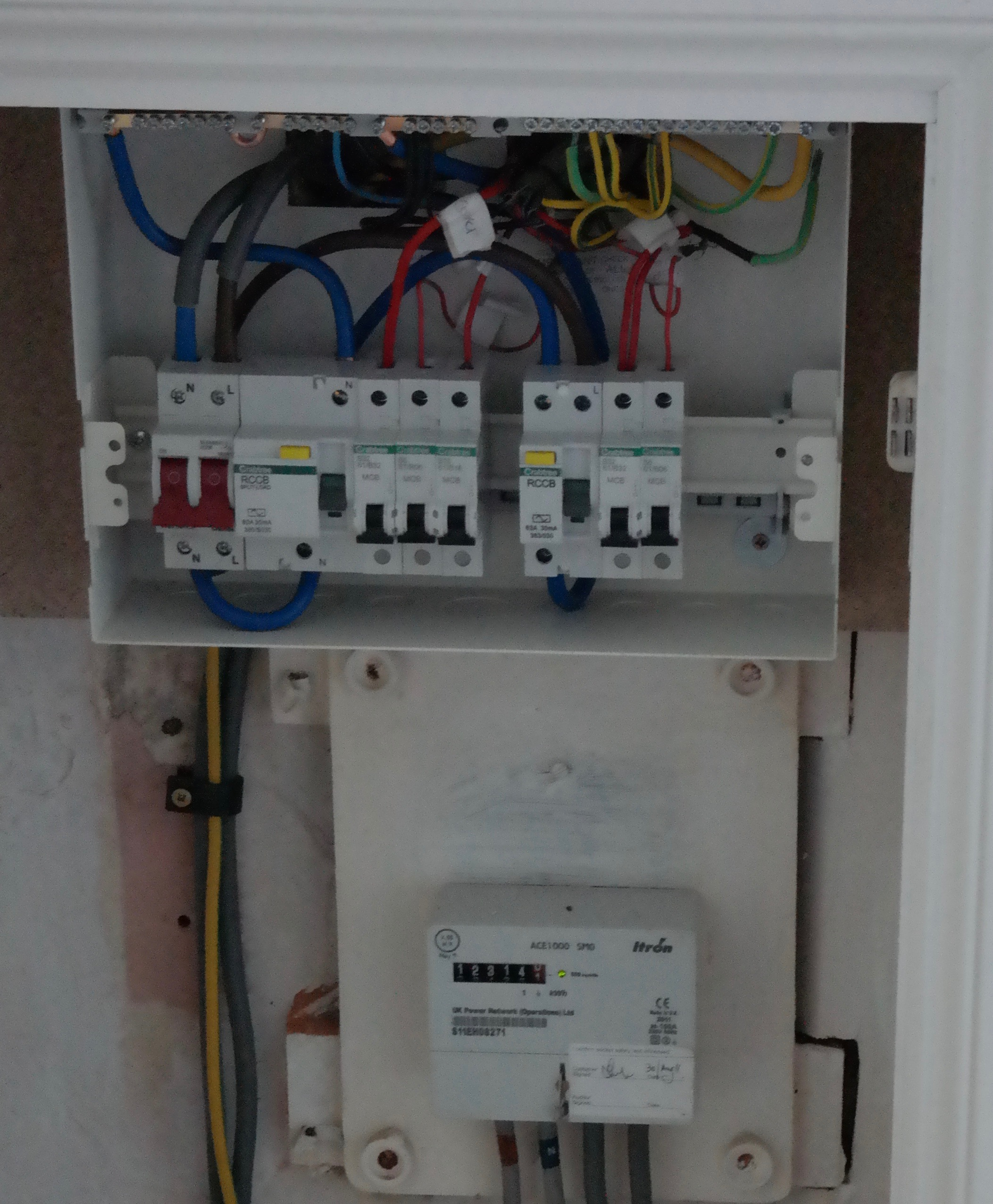 SAM_2763 2 replacing upgrading consumer units (fuse boxes) auber electrical how much to replace a fuse box with a circuit breaker at panicattacktreatment.co